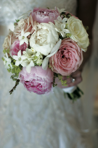 bride-carrying-stephanotis-and-peony-flowers