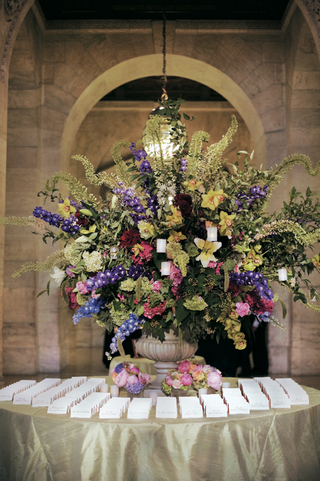 large-floral-arrangement-and-simple-seating-cards