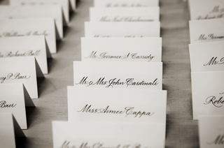 simple-seating-card-with-black-calligraphy