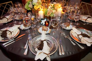 silver-charger-plates-on-grey-wedding-reception-table