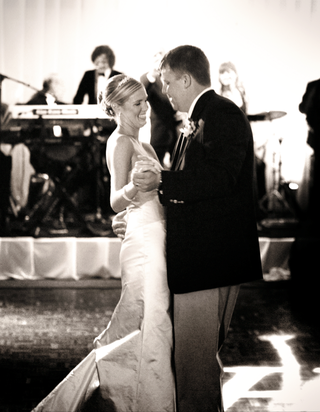 newlyweds-dance-at-reception