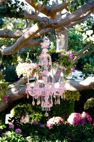 cocktail-hour-decor-hanging-from-tree