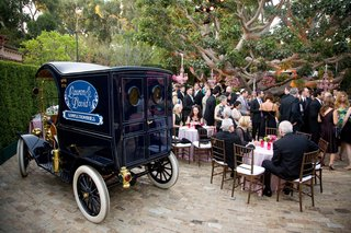 vintage-automobile-sweets-station-and-guests