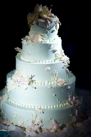 round-blue-cake-with-seashells-and-pearls