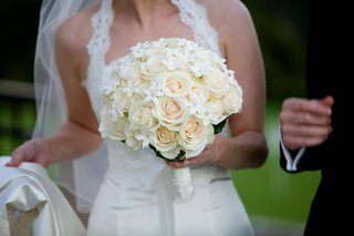 bridal-bouquet-featuring-roses-and-stephanotis