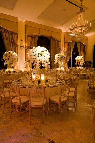 golden-ballroom-decor-and-chandelier