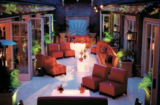 red-couches-and-branch-pattern-lighting-projection-in-craftsman-style-venue