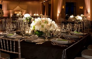 charcoal-grey-linens-and-white-floral-centerpieces