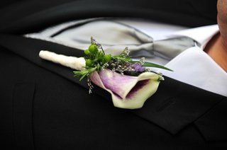 picasso-calla-lily-boutonniere-with-green-berries