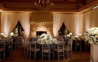 round-tables-surrounded-by-silver-chairs