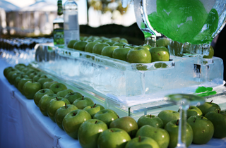 ice-sculpture-displaying-granny-smith-apples