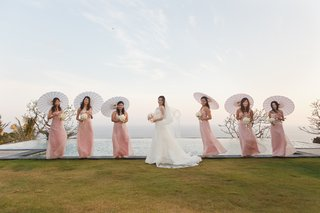 bride-with-parasol-bridesmaids-in-front-of-infinity-pool