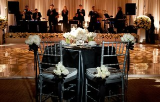 bride-and-groom-table-with-view-of-stage