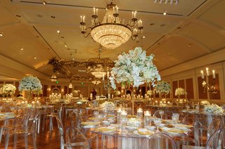 clear-ghost-chairs-with-acrylic-tables-and-white-centerpieces