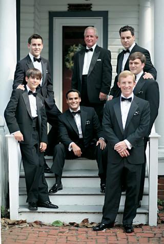 groom-and-groomsmen-wear-classic-black-tuxedos