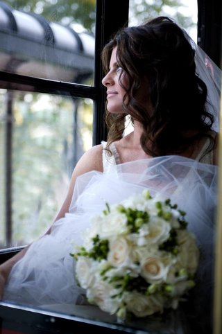 bridal-beauty-look-holding-flower-bouquet