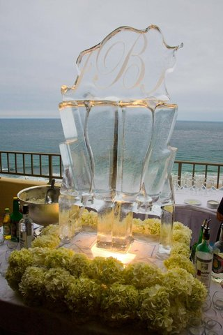 oceanfront-cocktail-hour-ice-luge-bar