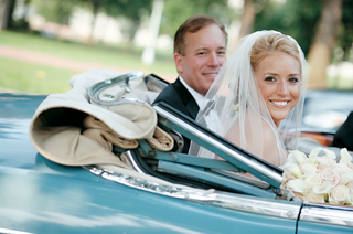 bride-and-father-ride-in-blue-vintage-mercedes-car