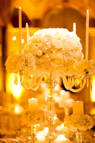 fancy-wedding-decorations-candleholder-with-white-flowers