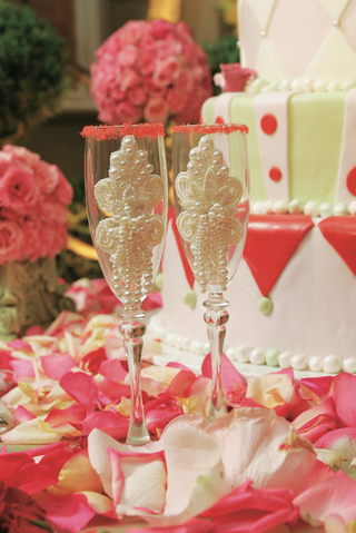 champagne-glasses-with-pearls-and-sugar-rims