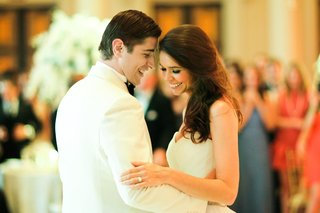 first-dance-between-brandon-dubinsky-and-wife-brenna