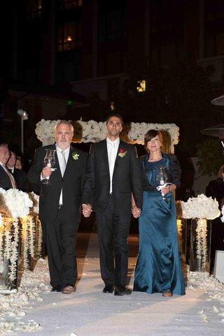 orthodox-jewish-groom-and-parents-on-aisle