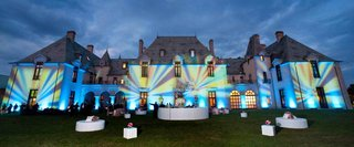 outdoor-lounge-area-for-a-wedding-cocktail-hour-at-oheka-castle