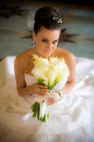 bride-in-high-bun-with-netted-veil-and-calla-lily-bouquet