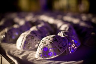 grey-yarmulke-at-jewish-wedding-ceremony