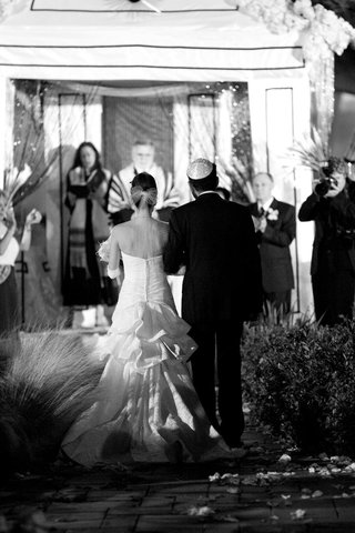 black-and-white-photo-of-bride-walking-up-aisle