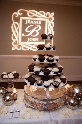 sprinkles-cupcakes-and-stephanotis-on-cake-stand
