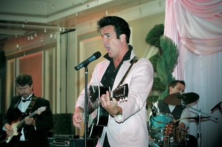 elvis-presley-wedding-singer-in-pink-jacket