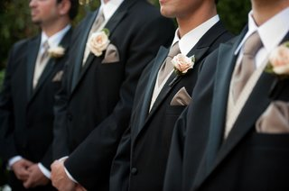 groomsmen-in-tuxedos-with-mauve-ties-and-pink-roses