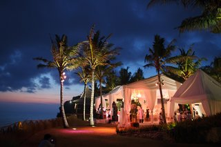 marquee-wedding-venue-in-bali-next-to-ocean-and-palm-trees