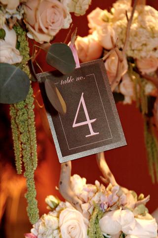 table-number-display-on-manzanita-centerpiece