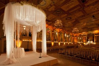 new-york-city-winter-ceremony-with-white-chuppah