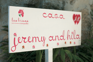 pink-destination-wedding-sign-for-couple