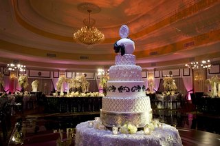 wedding-cake-with-quilt-pattern-roses-and-silver