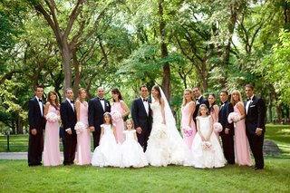 bridesmaids-and-groomsmen-in-central-park