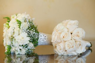 textured-bride-bouquet-and-white-rose-nosegay