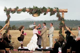 windy-outdoor-ceremony-with-wooden-altar