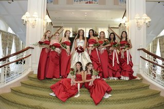 bride-with-red-bridesmaids-on-green-staircase