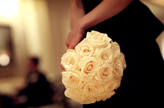 bridesmaids-bouquet-of-white-roses