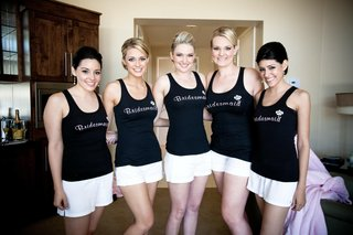 bridesmaids-in-black-tank-tops-getting-ready