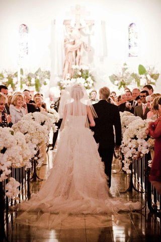 all-white-church-ceremony-decor