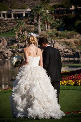 oscar-de-la-renta-wedding-dress-on-golf-course
