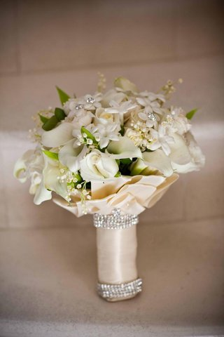 white-and-ivory-flowers-wrapped-in-champagne-ribbon