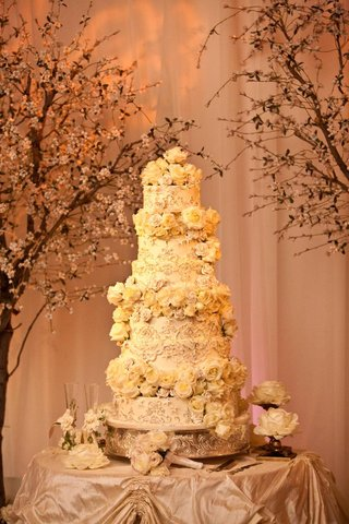 six-layer-wedding-cake-with-fresh-flowers-and-lace