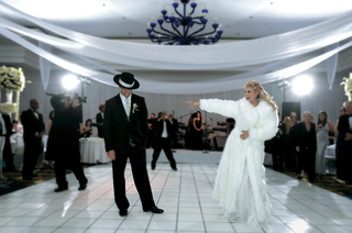 funny-wedding-dance-at-reception-for-guests