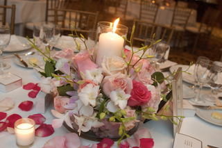 wedding-reception-centerpiece-of-pink-roses-and-white-orchids-with-a-central-candle
